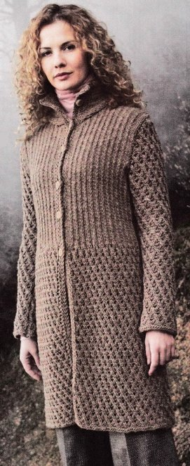 Пальто с ажурным узором и резинкой
