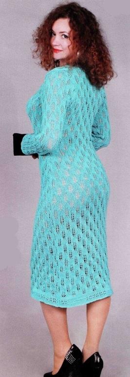 Вязаное голубое платье спицами 1