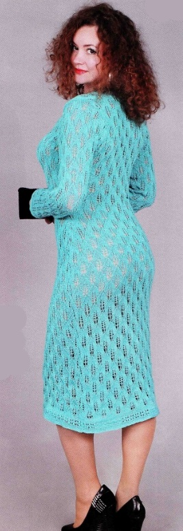 vyazanoe goluboe plate spicami 1 - Вязаное голубое платье спицами