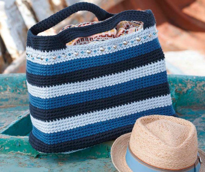 Вязаная полосатая сумка-шопер крючком