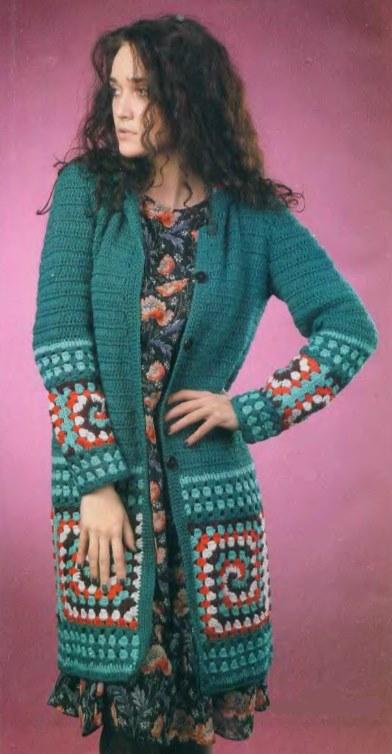Вязаное пальто крючком из квадратов