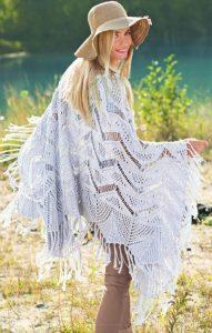 Вязаное спицами ажурное пончо