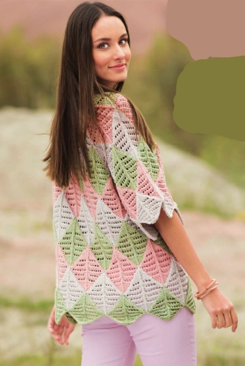Вязаный трехцветный пуловер спицами