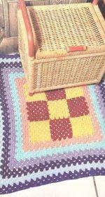 kovrik krjuchkom babushkin kvadrat 150x280 - Вязаные коврики крючком со схемами простые и красивые