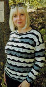 pulover v polosku spicami dlja zhenshhin 1 150x280 - Вязаный пуловер в полоску спицами для женщин