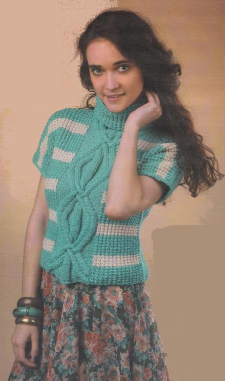 Вязаный короткий пуловер спицами