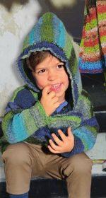 vyazanyj spicami detskij pulover s kapyushonom 150x280 - Вязаный свитер для мальчика спицами