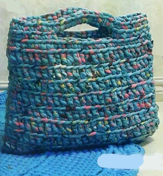 Вязаная сумка из ленточной пряжи крючком