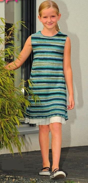 Вязаное детское платье спицами