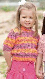 Короткий ажурный пуловер для девочки