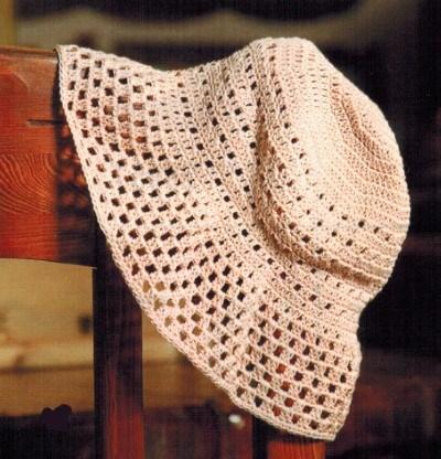 Вязаная шляпка крючком женская