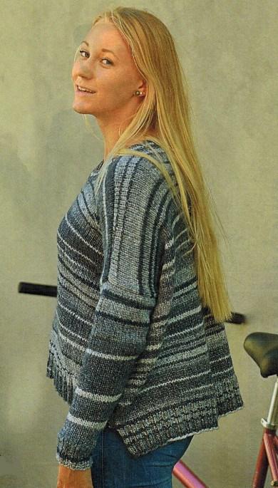 Вязаный пуловер спицами в полоску