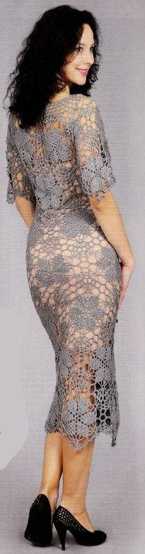 seroe plate krjuchkom 1 - Вязаное ажурное платье крючком для женщин схемы и описание