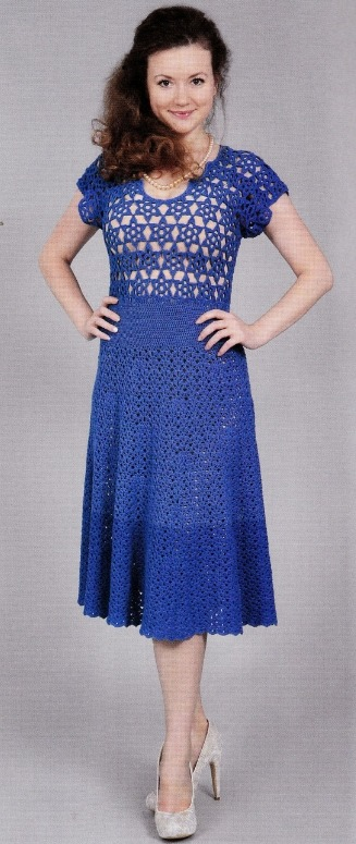 Синее вязаное платье крючком