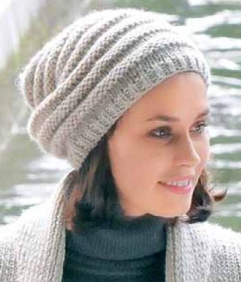 Вязаная молодежная шапка спицами