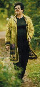 Пальто вязанное крючком осеннее