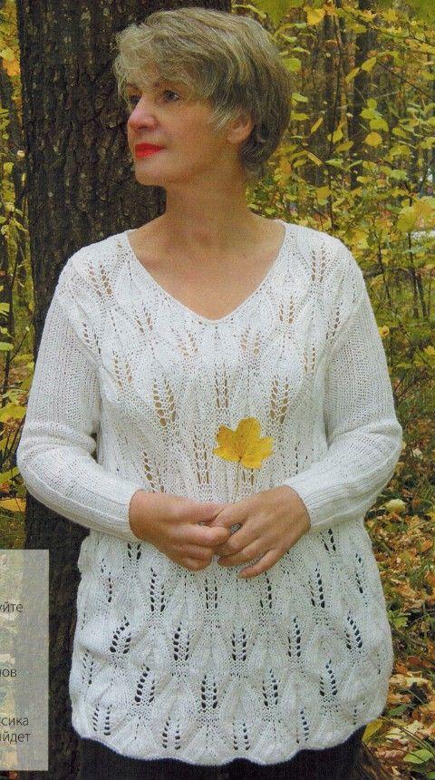 белый пуловер спицами с узором листья