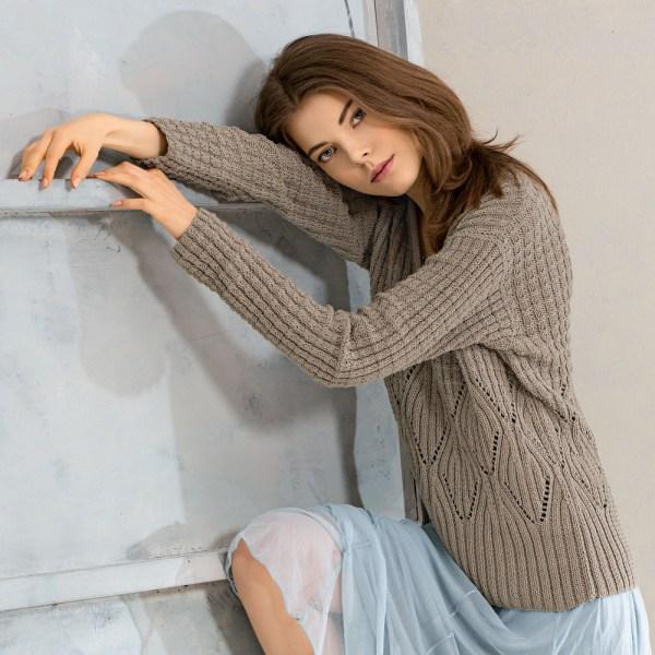 seryj pulover spicami - Вязаный серый пуловер спицами для женщин