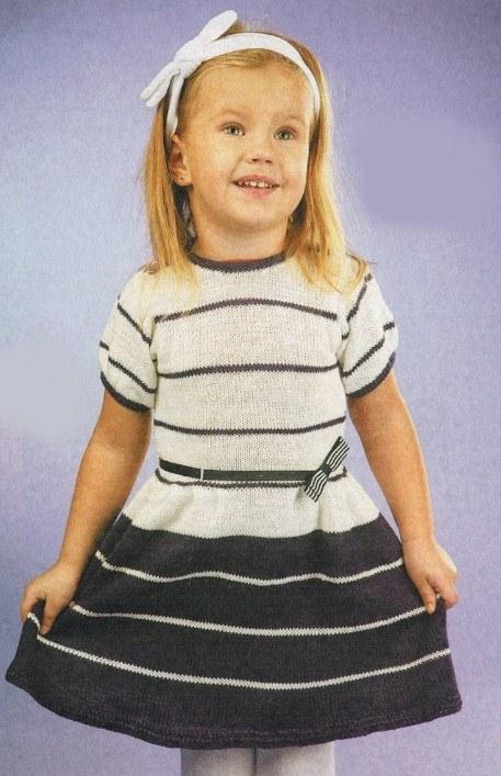 Вязаное платье спицами для девочки 2 года