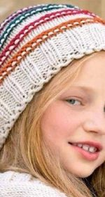 shapka dlya devochki spicami 150x280 - Вязаные шапки для девочек спицами со схемами и описанием