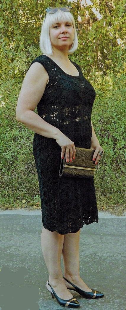 Вязаное черное платье спицами