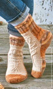 Вязаные носки спицами с аранами